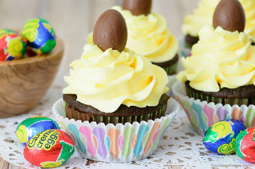 cadbury cream egg cupcakes